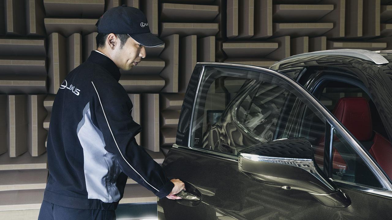 Lexus UX 300e ajtóinak hangja